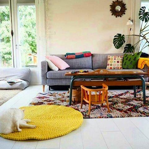 I nostri animali domestici hanno un sesto senso per i prodotti di qualità. Cani e gatti adorano la morbidezza dei nostri tappeti. Scoprite di più su come viene fatto un tappeto di palline come questo: http://www.sukhi.it/fare-un-tappeto-di-palline-feltro