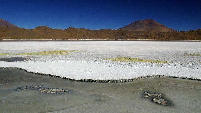 Laguna Chiarcota na náhorní plošině v Bolívii. Jindy se tu ukazují plameňáci…