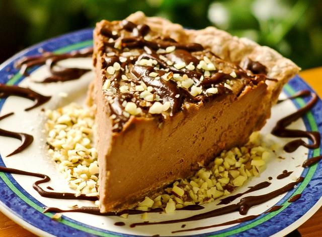 Easy Vegan Tofu Peanut Butter Pie: Vegan peanut butter pie with chocolate and crushed peanut topping