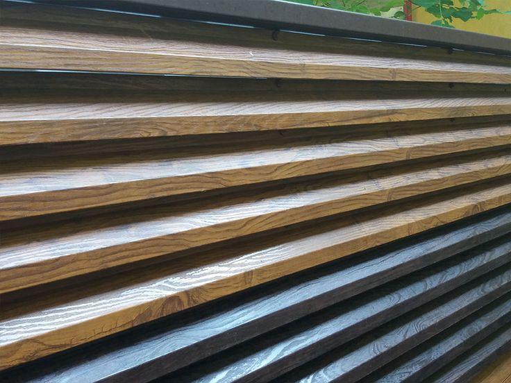 Panouri gard realizate din lamele de tabla imitatie lemn, vopsita in camp electrostatic.  Aceste panouri pastreaza rezistenta si durabilitatea metalului, avand insa aspectul placut al lemnului.