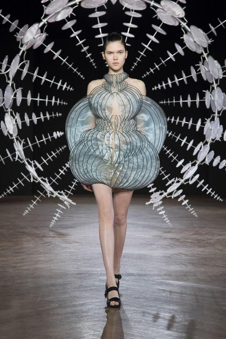 Iris van Herpen Fall 2019/2020 Couture Collection