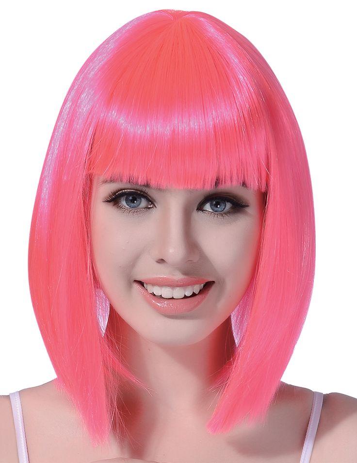 Half lange fluo roze pruik voor vrouwen : Deze pruik voor vrouwen bevat half lange synthetische haren.Deze zijn fluo roze.De kapsel bevat ook een franje aan de voorkant voor een leuk effect.Ideaal om uw disco...