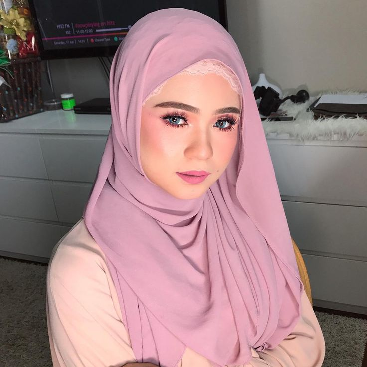 SUFFILA AIDA for facebook live tutorial. Selamat petang semua! Burgundy colours on Fila's eye, pink lippie and pink blusher. ;) yesss erin masih dlm confinement, but gambar2 makeup bykkk lagi yg Erin simpan tau. Surely cant wait to get started with makeup jobs! . . . Oh and siapa nak enquire pasal makeup boleh text Erin at 0173200041 kayh! For faster respond, boleh ckp hiiii n then bg details of event terus tak kisah la wedding or dinner ke apa ke. Provide me details such as Date, Location…