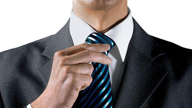 In dieser Lektion der Schlips-Schule zeigen wir Ihnen den König der Krawattenknoten: den doppelte Windsor.