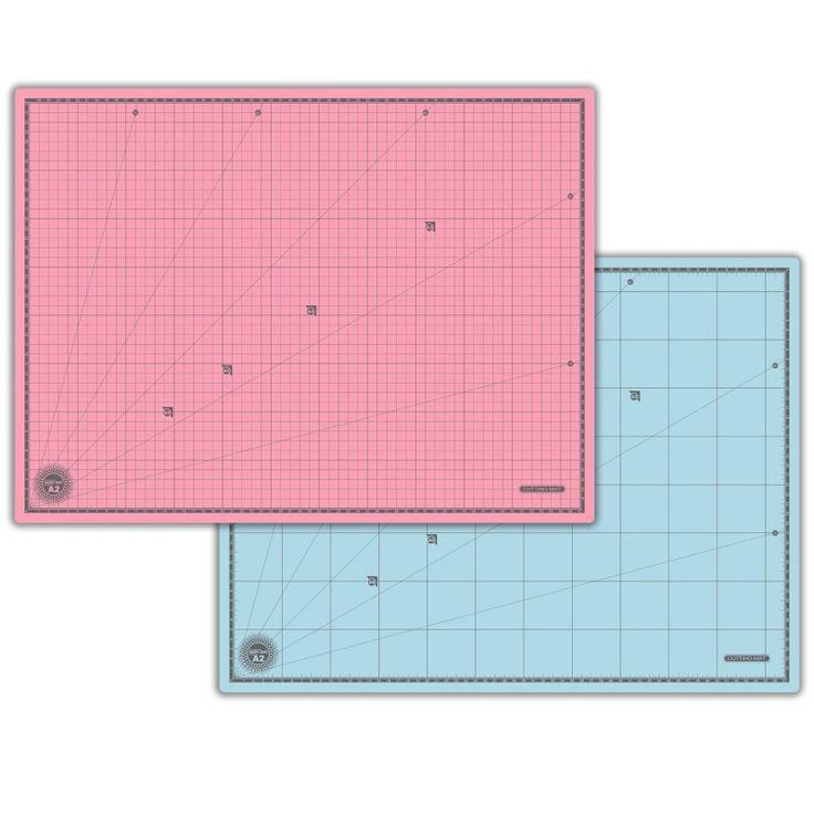 Base de Corte A2 65x45cm Dupla Face - Morn Sun - Material em PVC: oferece a máxima proteção contra lâminas de corte. - Base que ajuda cortar os seus trabalhos manuais: papéis, eva, cartões - Feita em 3 Camadas de P.V.C - Qualquer tipo de corte em cima de mesa - Um lado com marcações em centímetros, outro com ângulos e polegadas. - Espessura de 1,6 mm - Modelo: Dupla Face Rosa e Azul - Medida: 60x45 cm - Formato: A2 - Anti Reflexo - Antideslizante - Superfície lisa