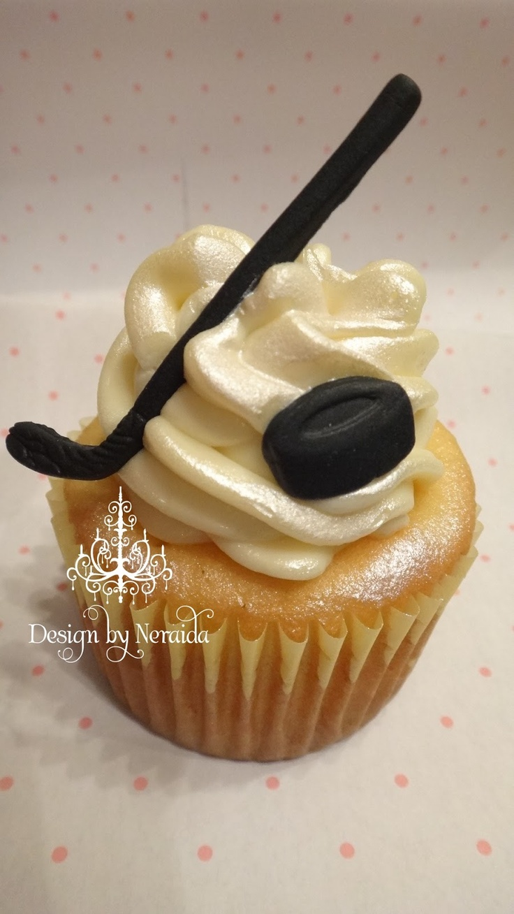 Hockey Cupcakes #Hockey #Wedding