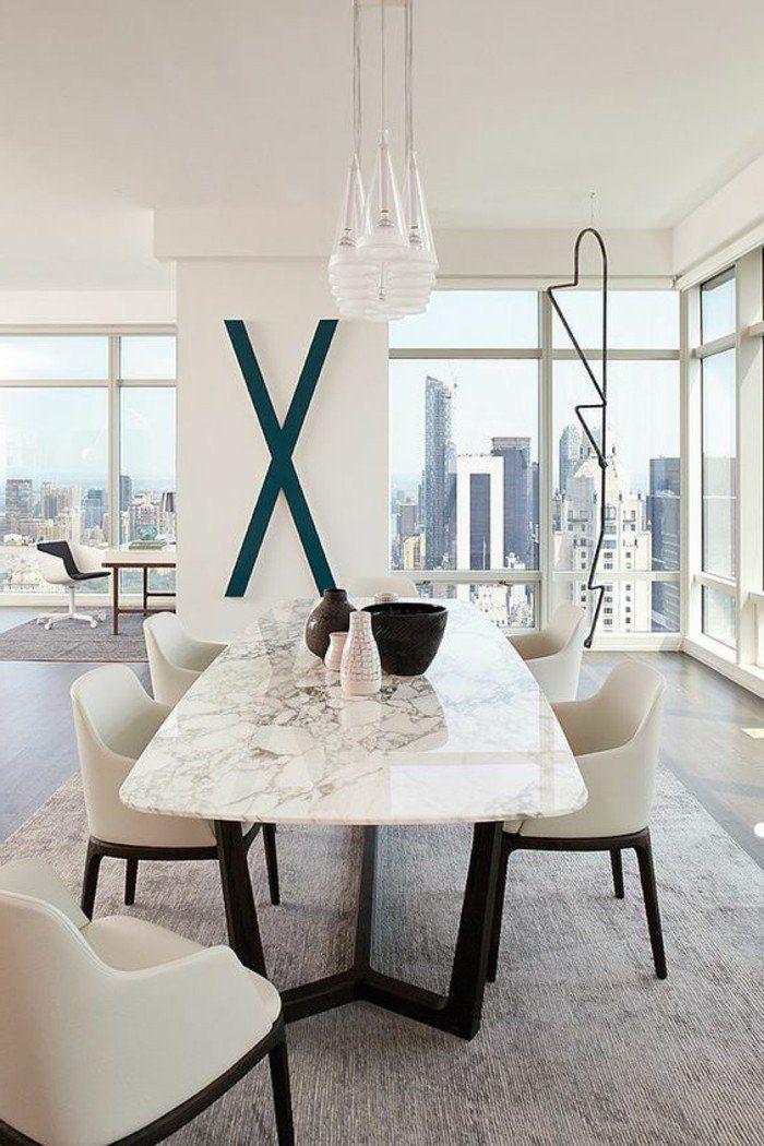 meubles salle a manger, table en marbre et chaises confortables