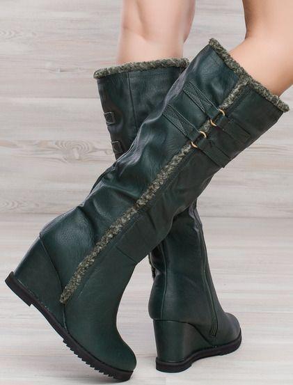 Γυναικεία μπότα πλατφόρμα • Κατασκευασμένες από δέρμα • Ζεστή επένδυση με γούνα • Ελαστική σόλα • Φερμουάρ στο εσωτερικό • Διακοσμητική γούνα ραμμένη στο εξωτερικό του μοντέλου #boots #shoes #fashion