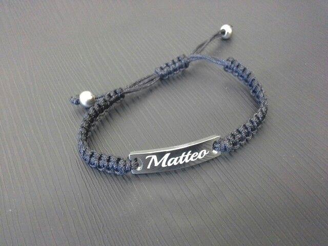Bracciale corda con placca acciaio personalizzato con nome inciso.