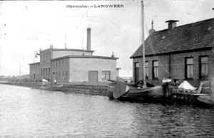 Vroegere olieslagerij aan de haven van Langweer