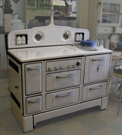 1935 Wedgewood stove.... love love this stove!