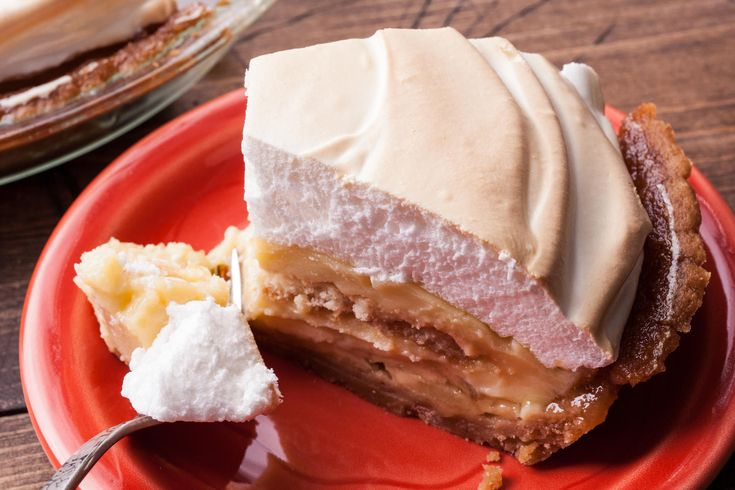 A classic Southern banana pudding pie recipe, made with fresh bananas, a cooked custard, and vanilla wafer cookies, under a meringue topping.