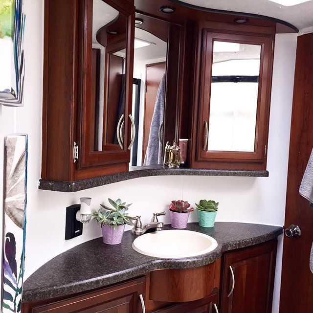 Living In The Rain Garden Bathroom Renovation: 17 Best Ideas About Rv Bathroom On Pinterest