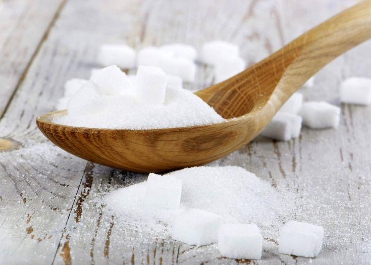 Ah o açúcar! Um daqueles ingredientes que pela sua versatilidade em dar doçura já provocou guerras e transformou o mundo, o açúcar é um hidrocarboneto cristalizado comestível, sendo os mais comuns a sacarose, a lactose e a frutose, sendo a sua característica principal o facto de ter um sabor... bem... adocicado hehehe Neste caso (e em termos culinários) eu estou a falar mais da sacarose como um dos componentes bases da culinária, por isso aqui vão umas dicas e segredos sobre o nosso querido…