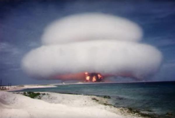 ローレンス・リバモア国立研究所がインターネット上で公開した核実験の映像(動画投稿サイト「ユーチューブ」から)