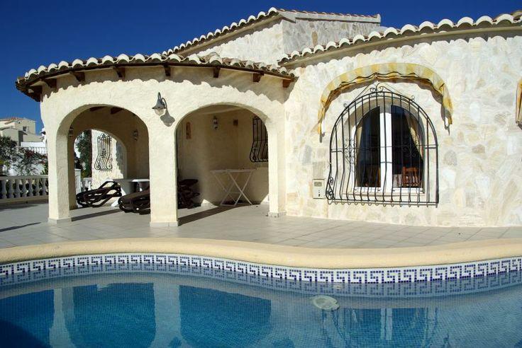 Une maison avec piscine privée, 2 chambres, 2 salles de bains, barbecue et vue sur la mer, pour seulement € 999 / semaine? Très bonne affaire