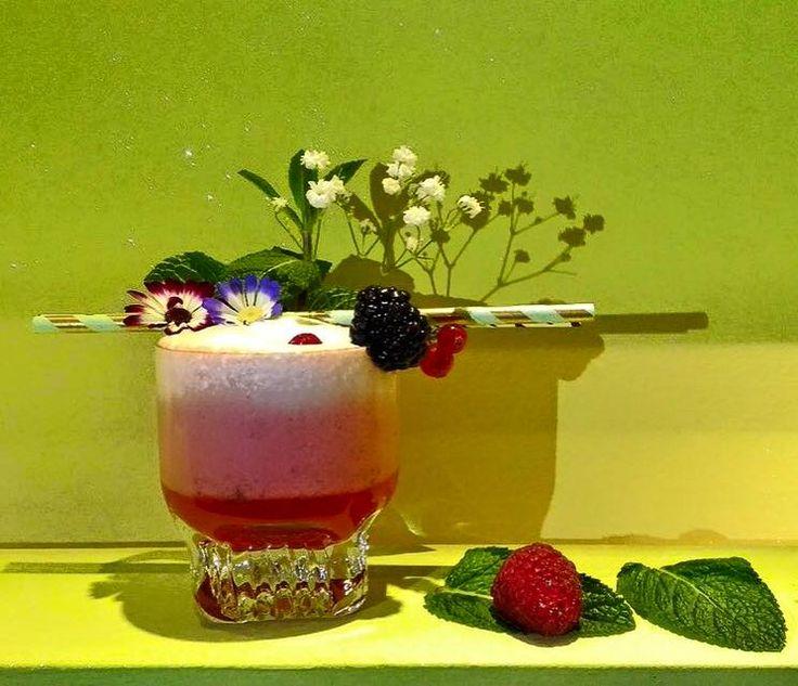 Espectacular el daiquiri de con sirope de frambuesa y Falernum Sanz de nuestro amigo bartender Tony que nos hace llegar desde Bolonia. Muchas gracias por contar con nosotros!   #Cocteleria #Jarabes #Sanz #Cocktails #Bologna #Mixología #Mixology #cocktail #bartender #mixologist #flairbartending #falir #cafe #coffee #coctelera #receta #jarabe #tiki #Blog #Sirope #Syrup #Bolonia #Italia #Madrid