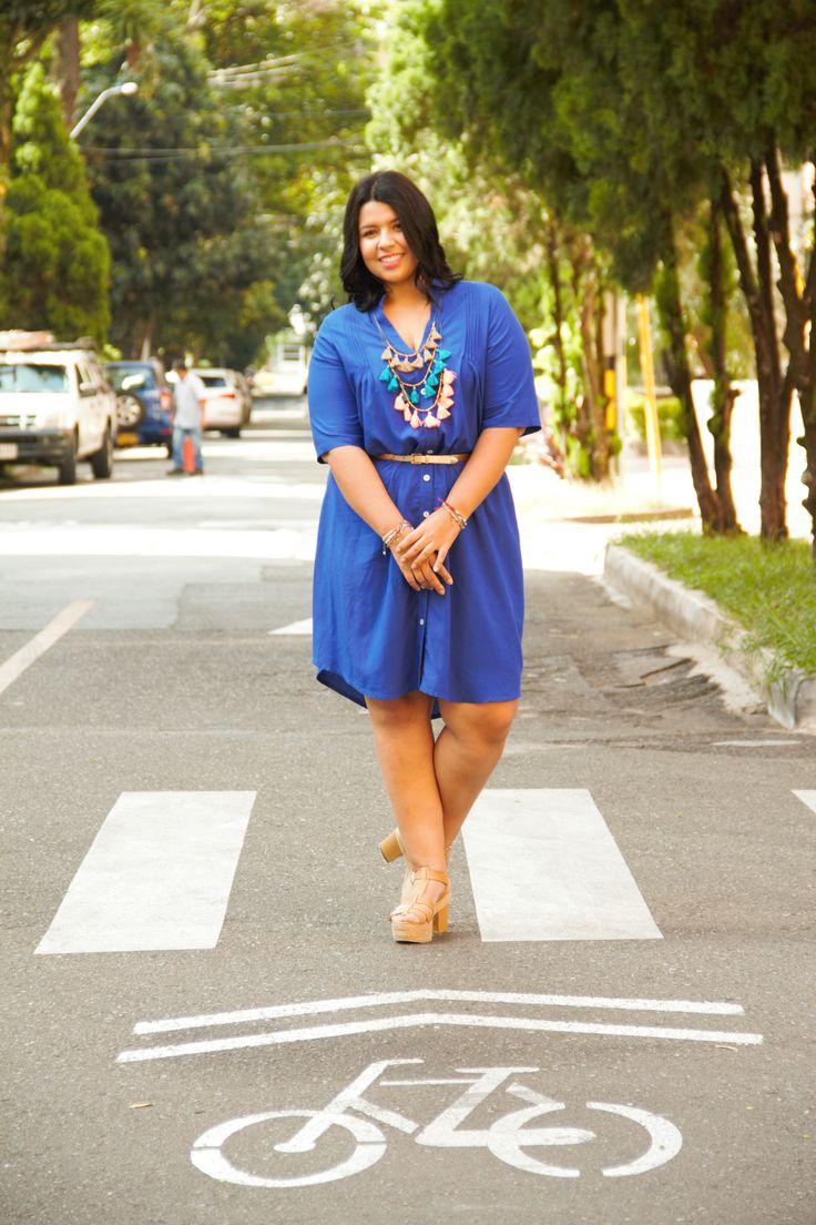 Moda tallas grandes: Vestido azul + Sandalias + Correa. Plus size fashion: Blue dress + heeled sandals + Belt #sizerevolution #plussize #tallasgrandes