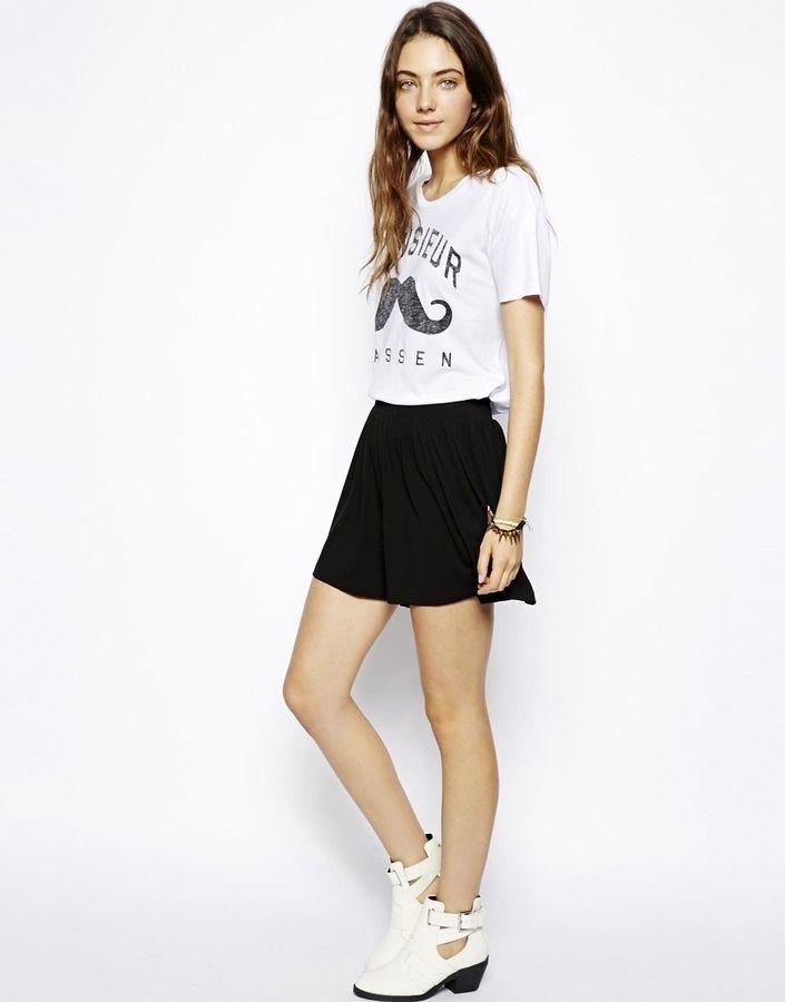 €20, Pantalones Cortos Negros de Asos. De Asos. Detalles: https://lookastic.com/women/shop_items/301312/redirect