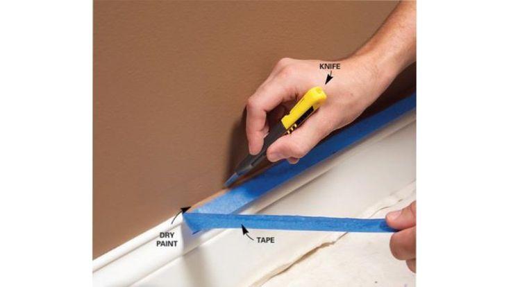 Couper le ruban avant de le tirer  En ayant au préalable posé un ruban entre le mur peint et la simèse ou le sol et que la peinture est sèche, il suffit de couper le ruban avec un cutter et après le tirer. Cette technique permet de ne pas abîmer la peinture, pour un travail parfait. Source : The Family Handyman