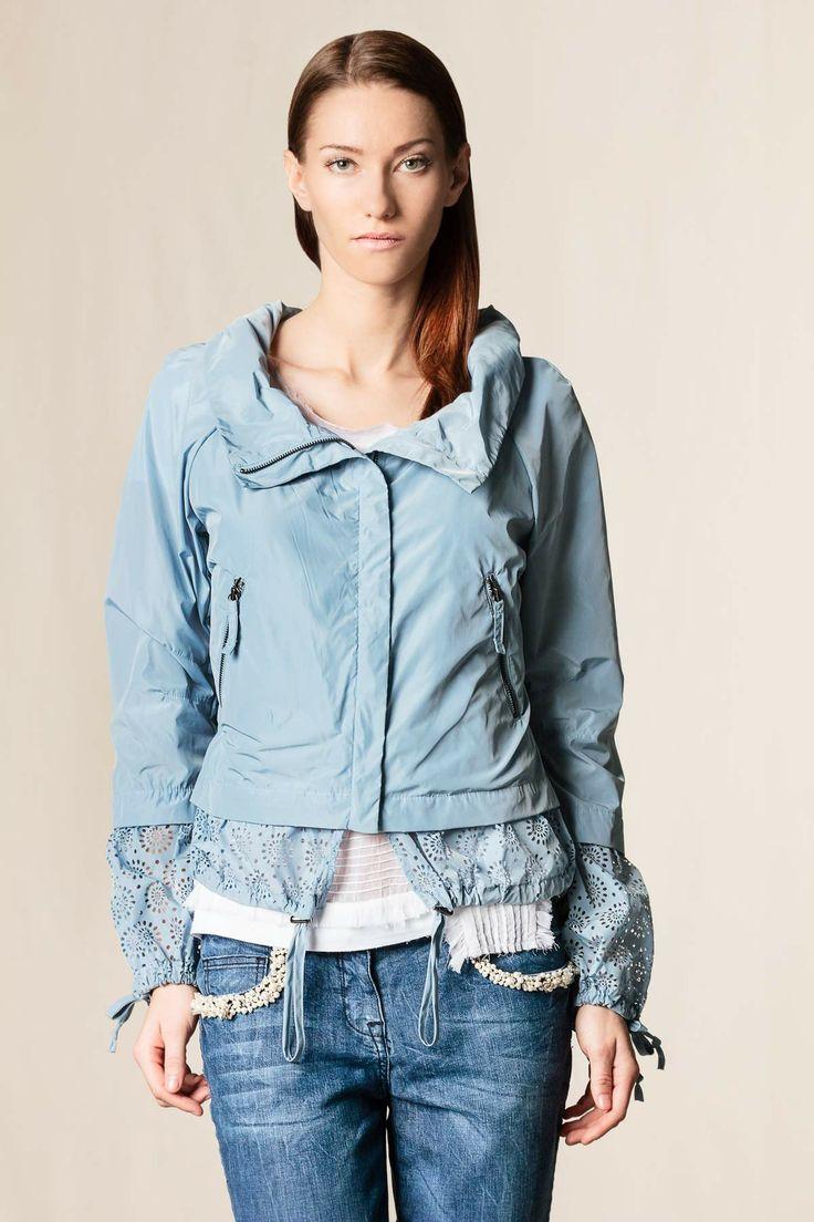 Giubbino tessuto tecnico traforato azzurro ghiaccio #dressingfab #shopping #shoponline #scervino #fashion