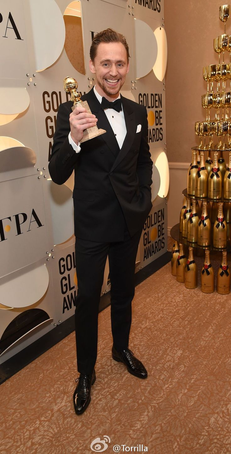 Tom Hiddleston backstage at the 74th Annual Golden Globe Awards 8.1.2017 From http://tw.weibo.com/torilla/4062022708239993