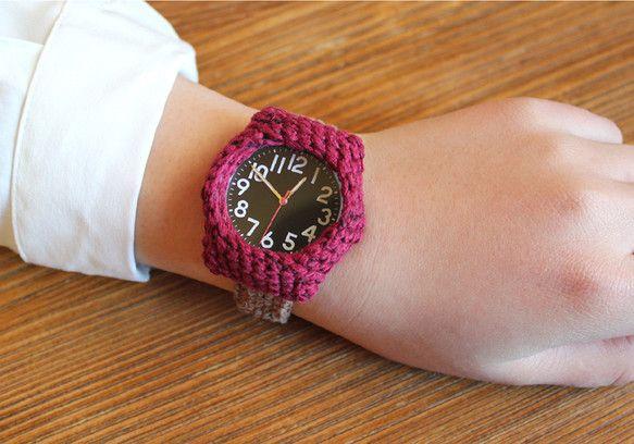size:M(14cm~15.5cm) 素材:綿、ゴム、 *一ヶ月間の保証書付き(時計文字盤)腕にやわらかくフィットするニットの腕時計。 金属アレルギー等の方... ハンドメイド、手作り、手仕事品の通販・販売・購入ならCreema。