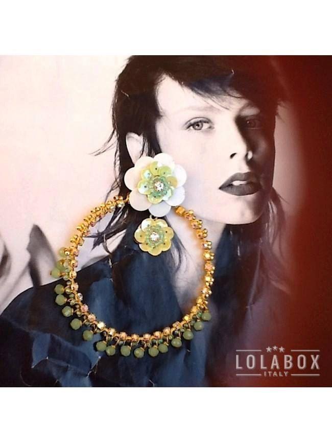 Sequins Flowers Hoop Earrings Bijoux di loladarlingirl su Etsy