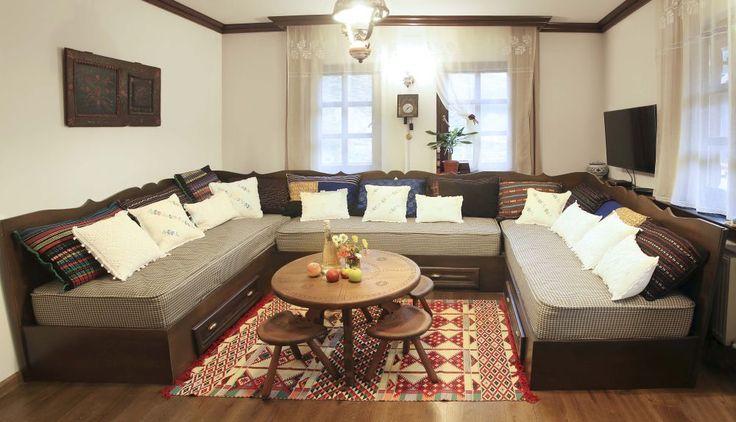 Casă în Dâmbovicioara, renovată cu mult bun gust de un cuplu din București. Arhitect Sorin Istudor, designer Marinela Filip