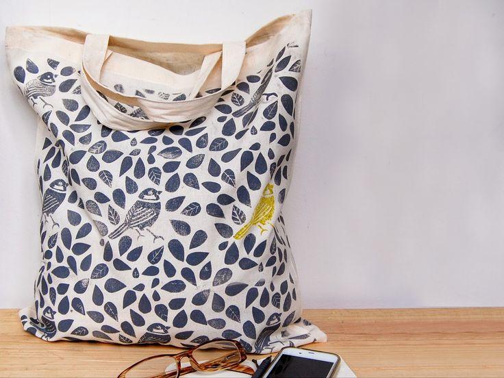 10 Cute Tote Bag Designs to Stamp this Summer - Block printed leaf bag #totebag #printing #summersewing