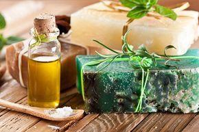 Como hacer un jabón de perejil con ingredientes caseros  Jabón de perejil para tratar manchas en el rostro