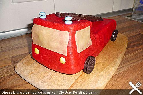 die besten 17 ideen zu feuerwehrauto kuchen auf pinterest feuerwehrauto cupcakes. Black Bedroom Furniture Sets. Home Design Ideas