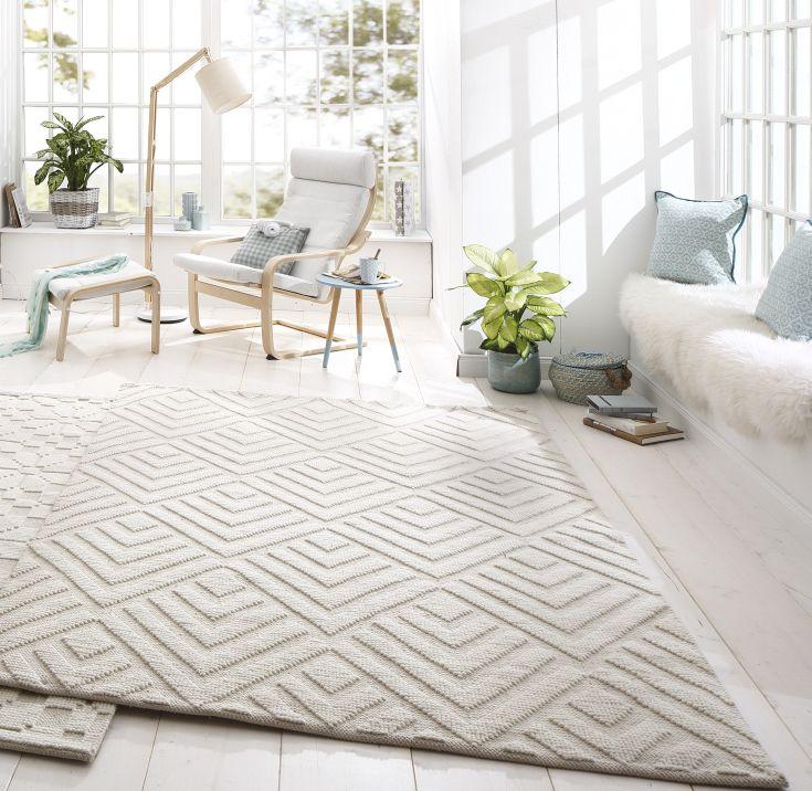 Mit seinem bezaubernden Blumendesign und dem eindrucksvollen Hoch-Tief-Effekt setzt du mit diesem handgewebten Teppichläufer harmonische Akzente. Das Beste: Er lässt sich hervorragend mit vielen Einrichtungsstilen kombinieren und kommt in jedem Raum zur Geltung.