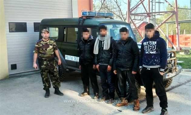 Politistii de frontieră timiseni au depistat cinci grupuri formate din 51 de persoane din Siria, Irak, Afganistan si Pakistan care au încercat să intre ilegal în România