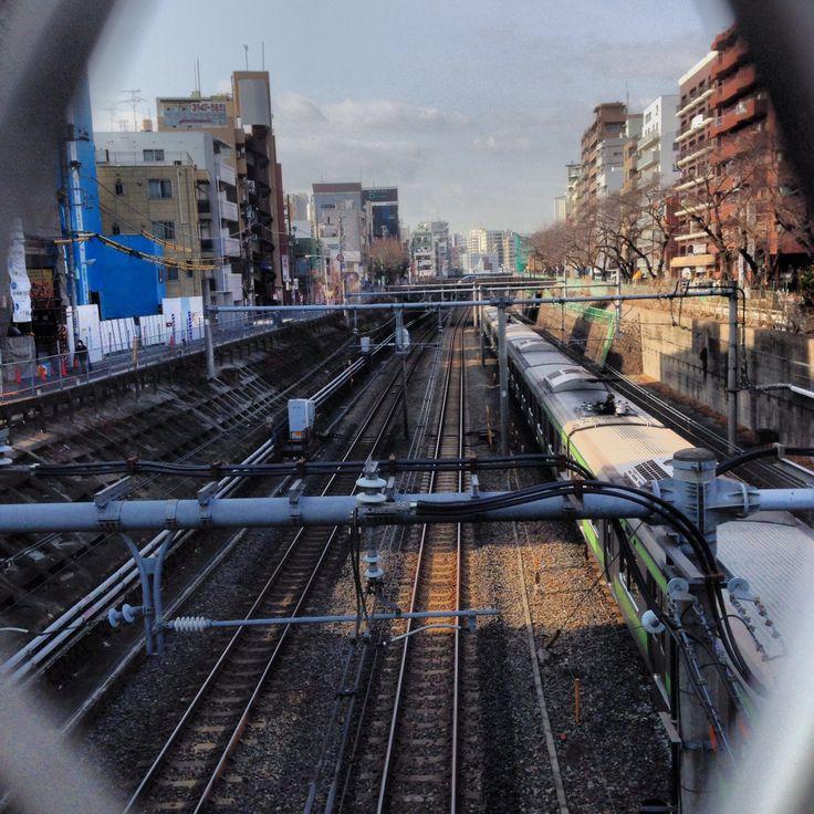 巣鴨駅付近の山手線、湘南新宿ライン