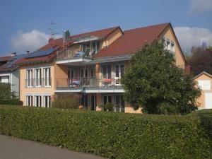 Mit kostenfreiem WLAN bietet die Ferienwohnung Sonnenseite eine tierfreundliche Unterkunft in Wasserburg. Von der Stadt Konstanz trennen Sie 36 km.