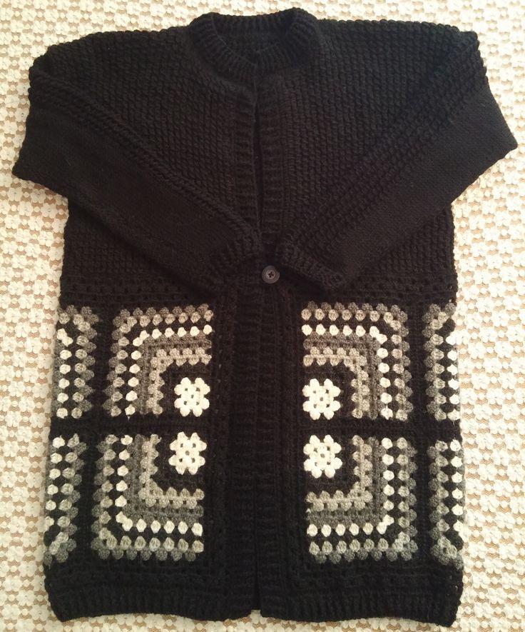 Spolverino in lana sulle sfumature del grigio: Lavorazione a maglia e all'uncinetto. Knit and crochet.