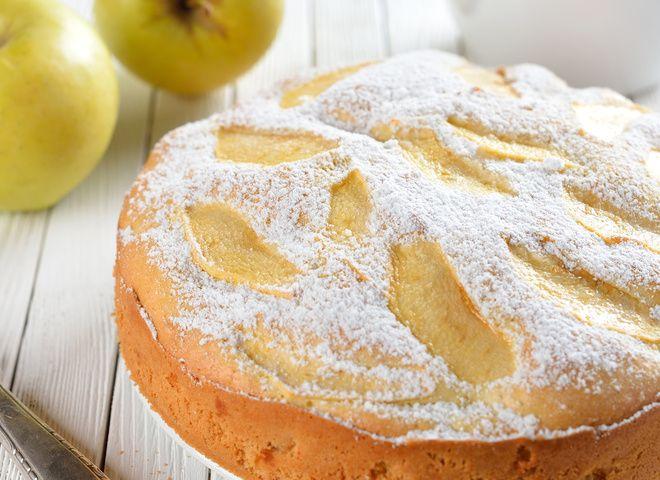 Как приготовить шарлотку с яблоками вкусно и быстро