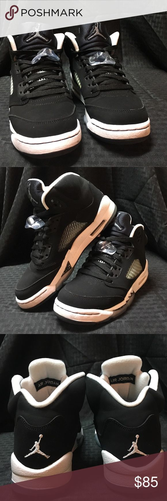"""Air Jordan Retro 5 👟Black/White Air Jordan """"Oreo"""" Retro 5's with ice bottoms (Black Friday 2013 release) 👟Used - 8/10 condition: creasing in toe boxes; ice bottoms yellowing/browning 👟Men's/Kids' size 5 equivalent to Women's size 6.5  Note: All shoes do come with their original boxes unless otherwise noted. And if you decide to make a purchase, the shoes will be cleaned before shipping. Jordan Shoes Sneakers"""