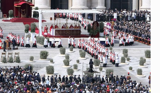 Pope Francis celebrates his first Palm Sunday Mass watched by 250,000 pilgrims