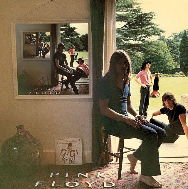 """""""Ummagumma"""" (1969) es el cuarto álbum de estudio de la banda británica Pink Floyd, un álbum doble. El primero es un disco en directo, y el segundo es un disco en estudio, en el que cada integrante compuso un tema solista. El título del disco proviene supuestamente de una palabra utilizada por estudiantes en Cambridge que significa """"tener sexo""""."""