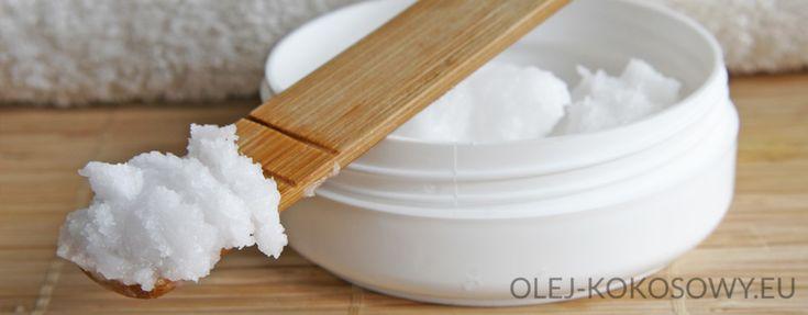 """Olej kokosowy możesz używać jako odżywkę przed myciem. Wystarczy wmasować go w suche włosy i pozostawić na ok 1 godz, lub dłużej; po czym zmyć delikatnym szamponem. Możesz też, na jego bazie skomponować kosmetyki, które przewyższą ilością składników odżywczych wszystkie """"k"""