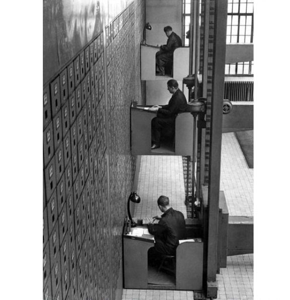 Рабочие столы с электроприводом, 1937 г., Прага.