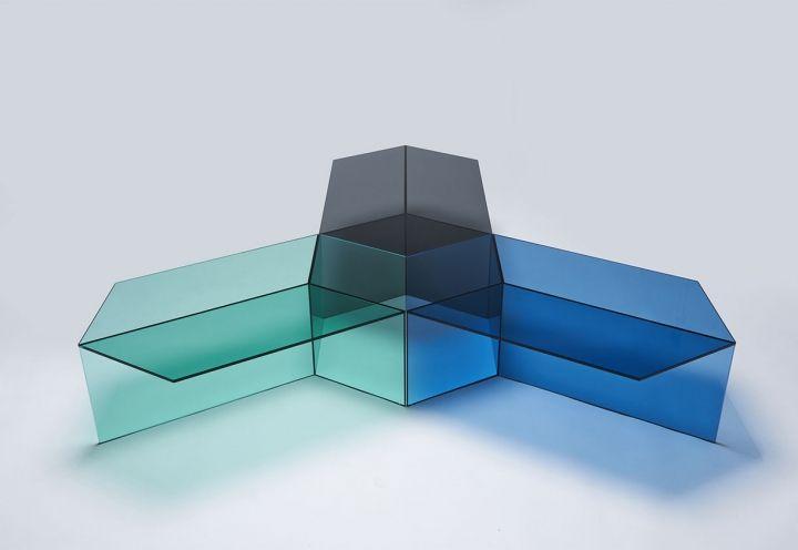 Neo/Craft esordisce a Colonia con una collezione di complementi per la casa in materiali diversi. Isom (design Sebastian Scherer) è un tavolo in vetro colorato che crea affascinanti effetti ottici. Per il suo carattere innovativo, è stato premiato con l'Interior Innovation Award 2015