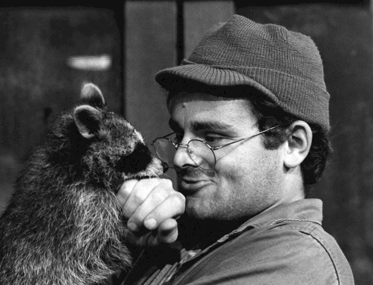 MASH 4077, show, Korean war, never forget, male, actor, racoon, cute, cap, black and white, portrait, cool personality, innocense, uskyld