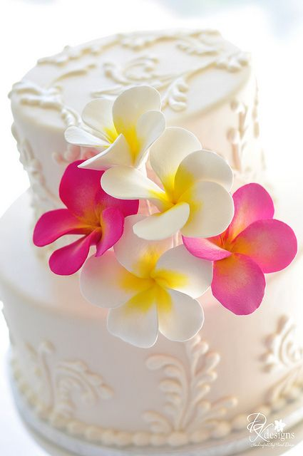 Hawaiian plumeria cake || Looking for inspirational wedding ideas - see my new wedding board - Your day - Your way! pinterest.com/endorajewellery/wedding-your-day-your-way/