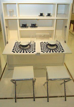 Priscila Forone/Gazeta do Povo / Window Mesa, da Tok&Stok: mesa dobrável instalada na parede. Preço: R$599