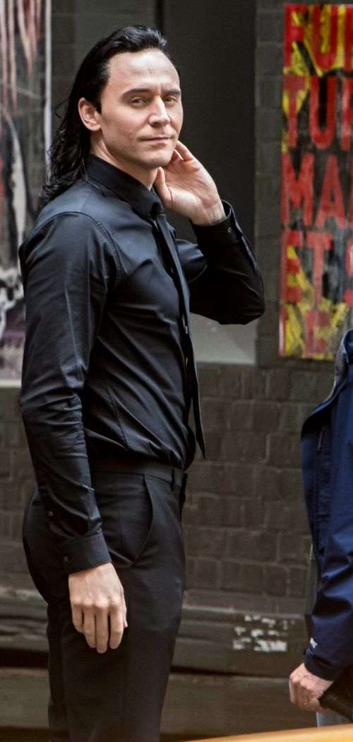 Tom Hiddleston and Chris Hemsworth on the set of Thor: Ragnarok in Brisbane, Australia on August 23, 2016. Source: Torrilla. Click here for full resolution: http://ww4.sinaimg.cn/large/6e14d388gw1f73pd2ly1tj21jk2bc19z.jpg