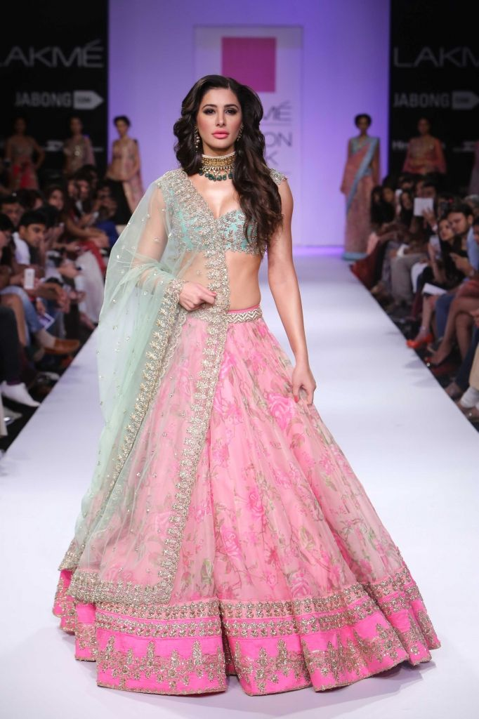 Nargis at Lakmé Fashion Week – Anushree Reddy at LFW WF 2014