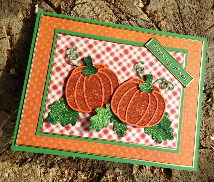 Used Pumpkin die nr 764 for this card. Used the Orange Silk Microfine glitter nr 612 and the recipe of the Go-To Green for the leaves. Some gold border peel offs and the Thinking of You and the card is ready.